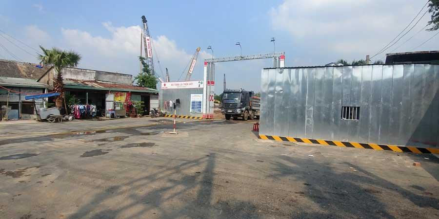 Công trường xây dựng được bao bọc nghiêm ngặt nhằm đảm bảo an toàn