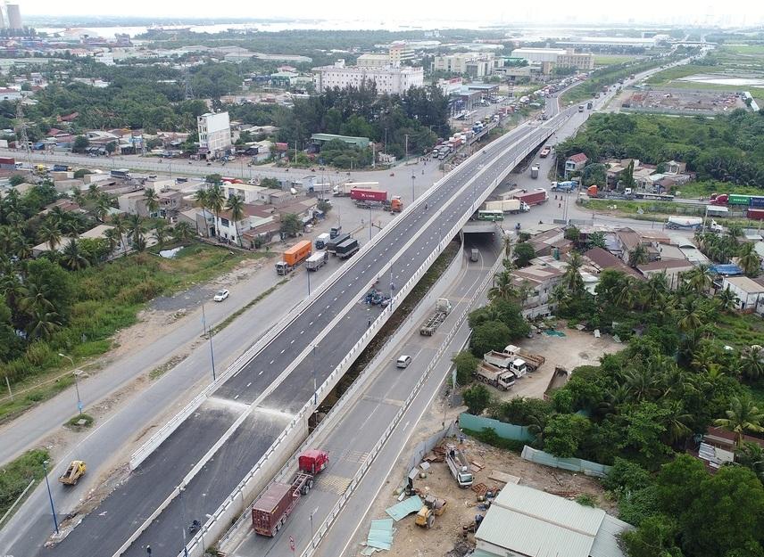 Cầu vượt tại nút giao Mỹ Thủy nhìn từ trên cao