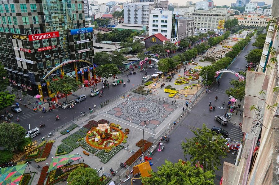 Đường Nguyễn Huệ ngập tràn sắc hoa xuân 2020